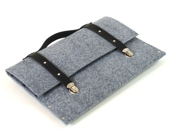 MacBook 13 Pro / Air case grey felt briefcase with black leather straps and handle made by SleeWay
