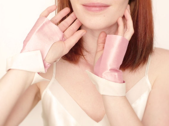 Reserved / Bridal fingerless gloves pink silk OOAK by Jye, Hand-made in France