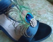 Peacock Shoe Clips.- .Stunning, Bridal, Wedding. Curl peacock shoe clip. Other Rhinestone color  available - TINA-