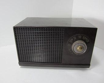 Vintage RCA Victor Radio, Tube Radio 1950s AM Radio, Works! Table Top Radio Bakelite Mid Century, Antique Tube Radio, Brown