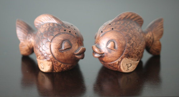 Vintage tic brown fish salt and pepper shakers by for Fish salt and pepper shakers