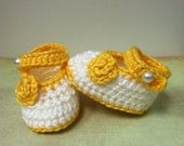 Mary Janes / gold and white / infant 0-3