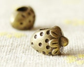 Bronze Tone Strawberry Beads With 4mm Hole 12x9mm - 10Pcs - AR26637