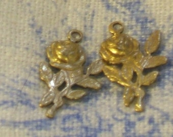 VIntage brass CHARM roses antique stamping 10x18mm (4)