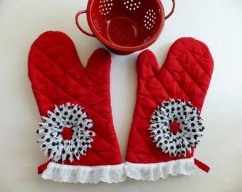 Red Hot Momma Oven Mitt Set with Black and White Polka Dot Flower