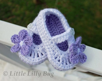 Crocheted Mary Jane Baby Booties in White and Purple with Flowers, Baby Shoes, Baby Girl Slippers, sizes 0-3 m, 3-6 m, 6-12 m