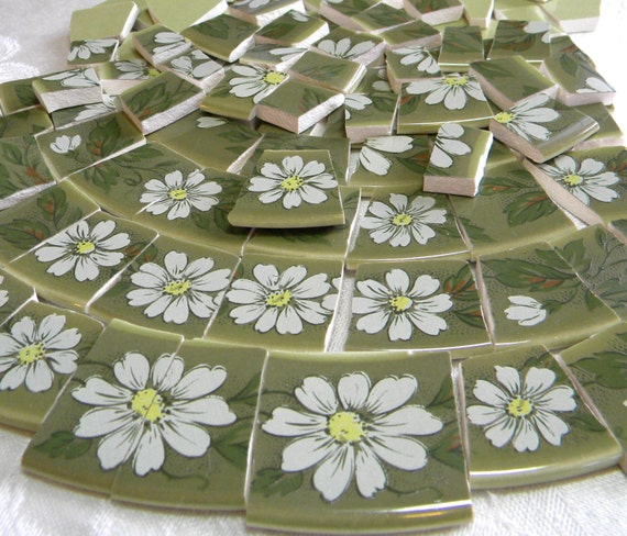 RETRO Mosaic Tilles - Broken China White Daisies