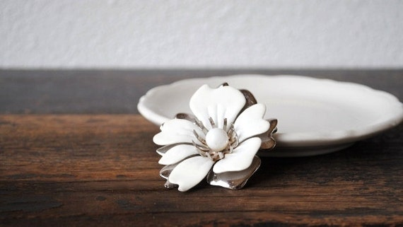Sarah Coventry Mod White & Silver Pin, Signed Large Flower Brooch, Vintage Designer Jewelry