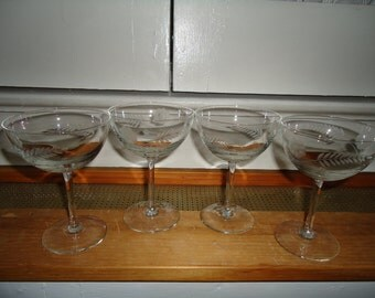 Vintage 1970's Set of 4 Etched Flowers and Leaves Champagne Glasses Great Condition