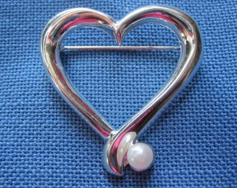 Vintage Silver Toned Heart Pin with Faux Pearl