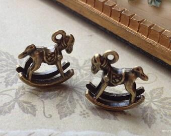 15 x 15 x 5 mm Antiqued Bronze 3D Trojan Charm Pendant (.sm)
