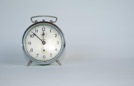 retro - vintage mechanical wind up - BEDSIDE ALARM CLOCK (green acqua)