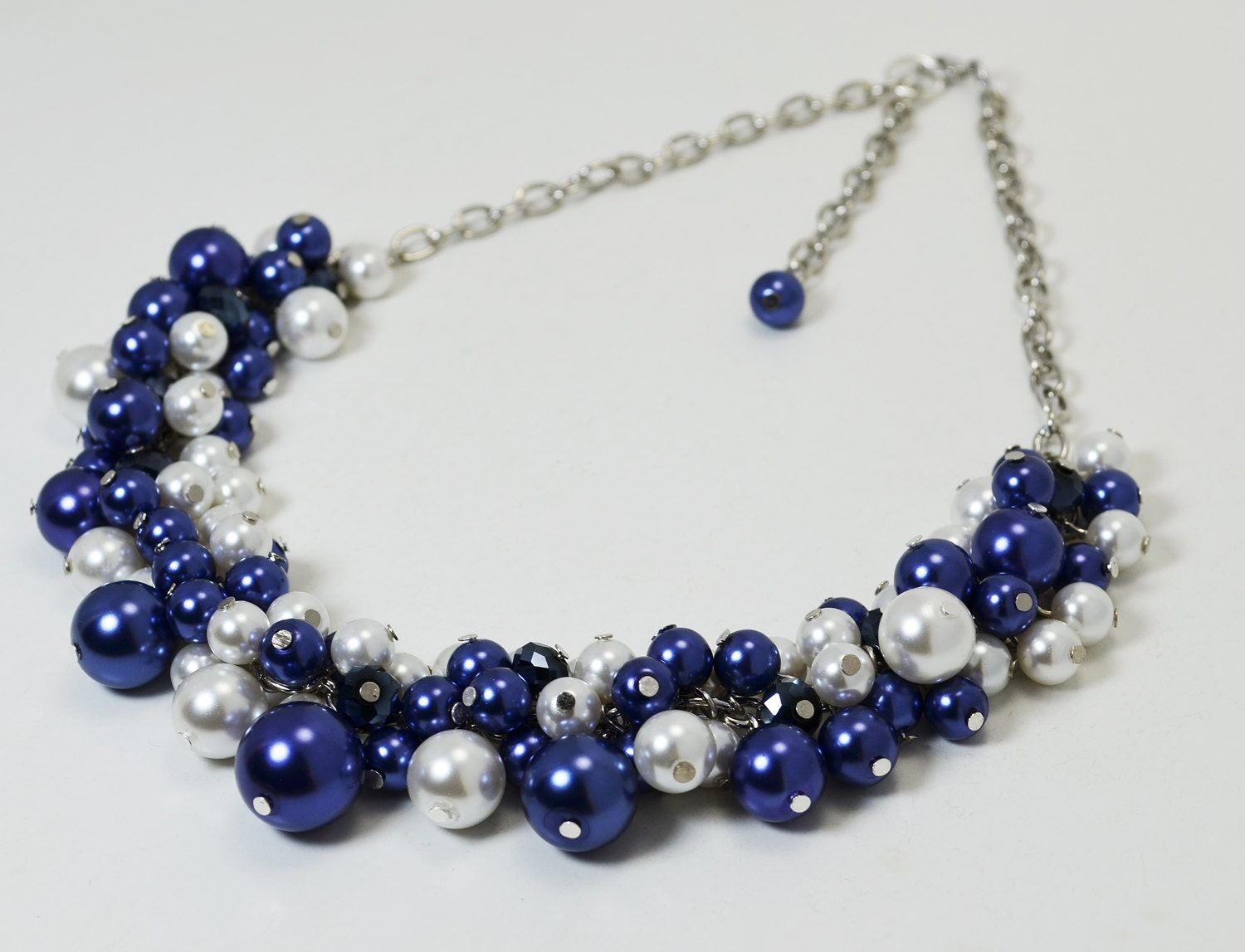 pearl necklace navy pearl cluster necklace chunky by eienblue