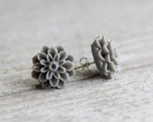 Grey chrysanthemum earrings - grey earrings - mum earrings - flower studs - spring jewelry - bridesmaid earrings - grey jewelry