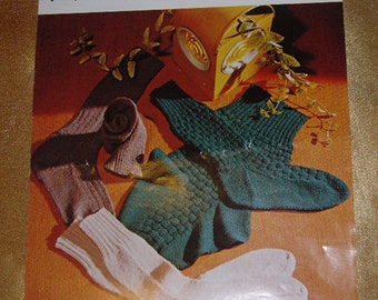 Peter Green 414 (4 ply) Knitting Pattern - ribbed socks, patterned socks, socks with cables
