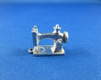 Sewing Machine Charm - Quilter, Sew, fabric, Seamstress - Sterling Silver - Rembrandt Charm