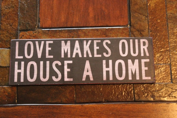 vintage wood 39 love makes our house a home 39 sign. Black Bedroom Furniture Sets. Home Design Ideas