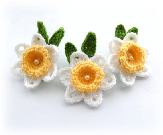 Free Crochet Daffodil Flower Pattern : Crochet Applique Daffodil Flowers Crochet Daffodil Brooches