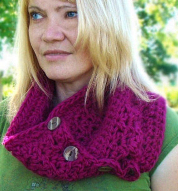Crochet Button Cowl, Orchid Pink Button Cowl, Peruvian Wool Infinity Scarf, Crochet Neckwarmer, Hot Pink Cowl, Button Scarf