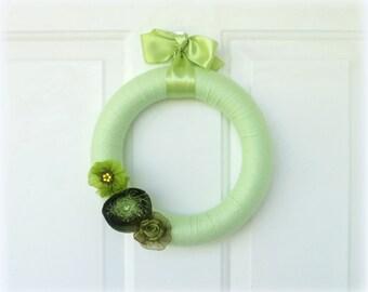 CLEARANCE - Everyday Wreath - Yarn Wreath - Green Yarn Wreath - 10 Inch Yarn Wreath
