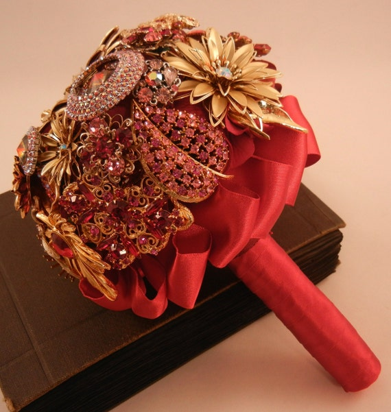 RADIANT ROMANCE Vintage Brooch Keepsake Bouquet Red Gold Pink
