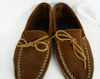 Authentic vintage Minnetonka unisex cinnamon brown colored suede leather moccasains/ driving shoe: US size mens 9 /womans 10
