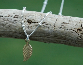 Tiny Gold Leaf Necklace, Dainty Everyday Necklace, Fall Weddings, Leaf Pendant Necklace, Bridesmaid Gifts, Silver & Gold
