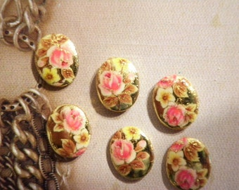 6 Vintage Goldplated 10x8mm Cabochons with Flowers