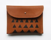 CLUTCH // small size // brown leather with black triangles