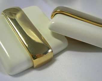 Cream and Gold Tone Acrylic Clip On Earrings - Unsigned - Vintage