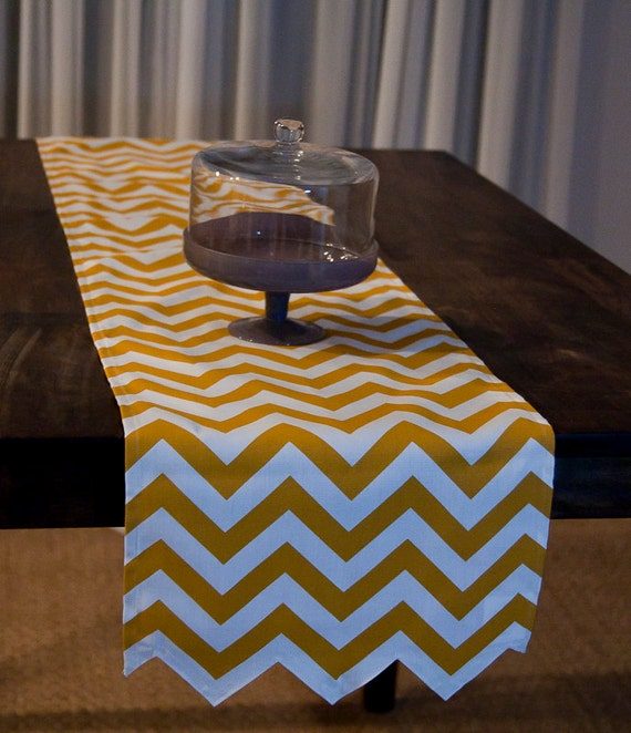 chevron table runner in gold and cream. Black Bedroom Furniture Sets. Home Design Ideas