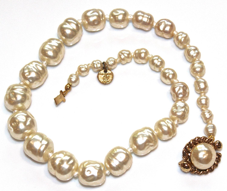 vintage chanel pearl necklace designer vintage real chanel. Black Bedroom Furniture Sets. Home Design Ideas