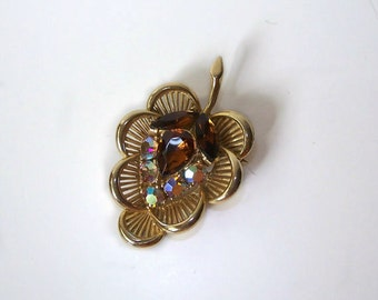 Vintage Brooch Pin Topaz Aurora Borealis on a Gold Tone Leaf