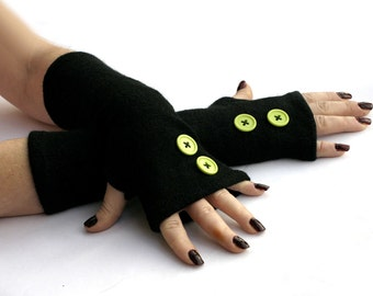 Winter Arm Warmers, Fingerless Gloves with Green Buttons -  Texting Gloves,  Hand Warmers, Mitts, Arm Gloves, Gloves, Arm Sleeves