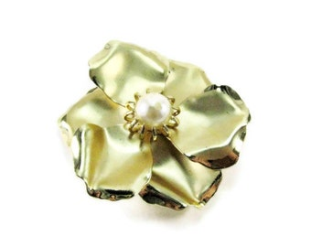 Vintage Flower Brooch Pearl Center Prong Set Frosted Gold Tone Pin