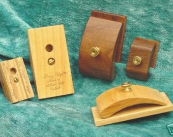 One Small Light Wooden Quilt Hanger Clip Wood Great for Textile Rug Tapestry Needlepoint Hang Ups tm