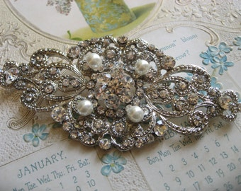 Victorian romance Swarovski pearls and rhinestone crystals brooch pin