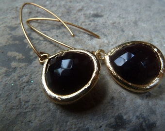 Deep plum purple teardrop earrings in gold.