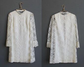 Mod Mini Lace Wedding Dress.  Size Small / Medium