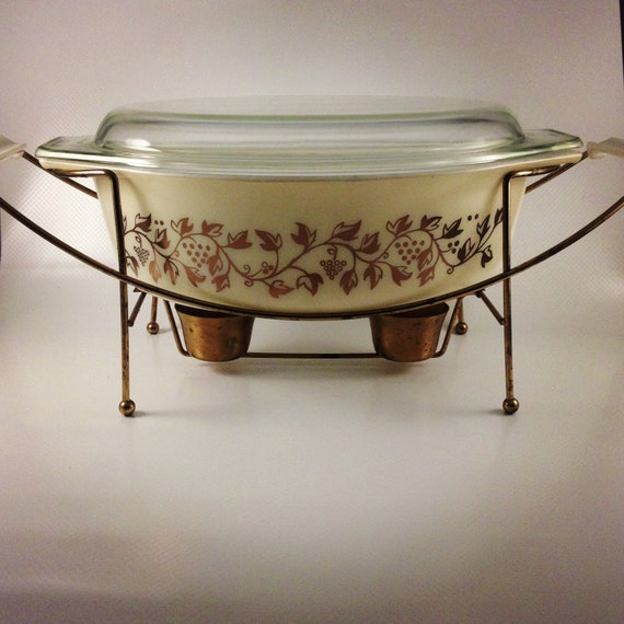 Vintage Pyrex Casserole Dish//Golden Casserole//Warming Rack Included
