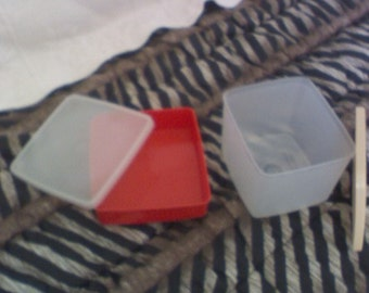 Tupperware containers, sq. round and sandwich size round
