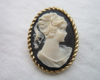 Vintage Cameo Pretty Lady Brooch Pin