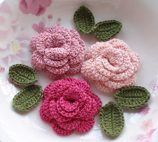 3 Crochet Flowers Roses With Leaves YH 153-01