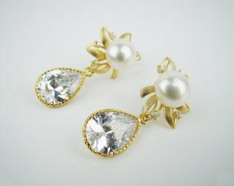 Bridal earrings, Freshwater pearl earrings, sparkly zircon earrings, flower earrings, stud earrings, dangle earrings, handcrafted jewelry