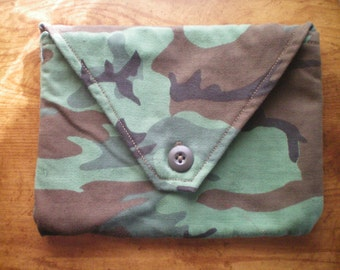 padded green camo pouch