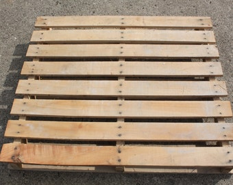 The Ultimate Guide To Working With Pallets - Includes Plans For 3 Pallet Projects!