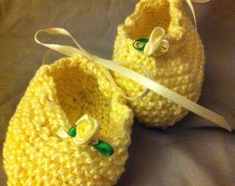 Pretty little knitted baby booties