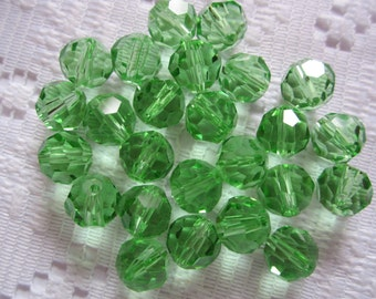 25  Spring Green Faceted Round Crystal Beads   8mm