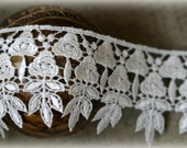 Ivory Venice Lace for Bridal, Home Decor, Altered Couture, Costume or Jewelry Design, Crafting LA-081