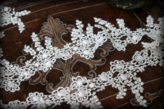 White Lace Trim, Venice Lace for Bridal, Veils, Headbands, Garters, Costume Design, Crafting LA-025